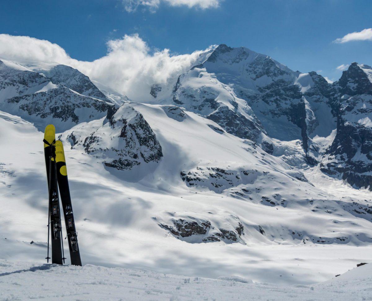 Snowy mountains with ski's