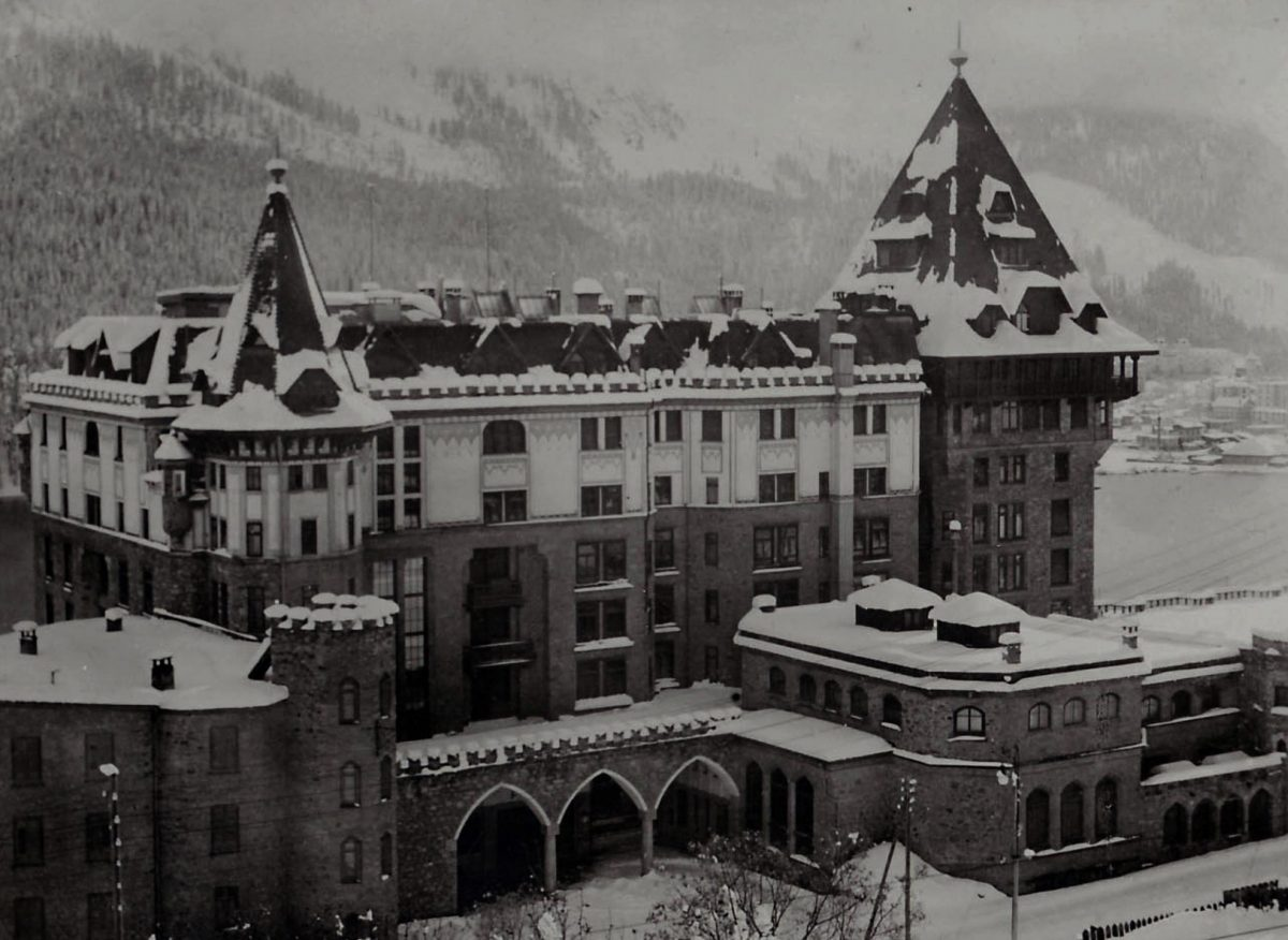 Old picture of Badrutt's Palace