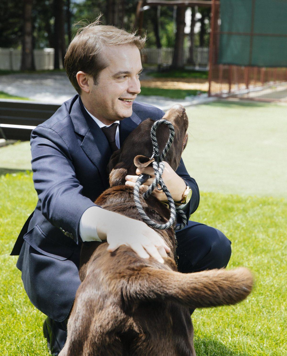 Richard Leuenberger mit Labrador Patrón