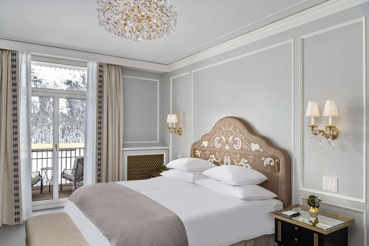 43 / 5000 Translation results Schlafzimmersuite im Badrutt's Palace Hotel