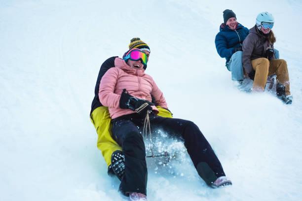 Neben den offiziellen Rodelbahnen gibt es auch unzählige verschneite Hänge zum Schlitteln