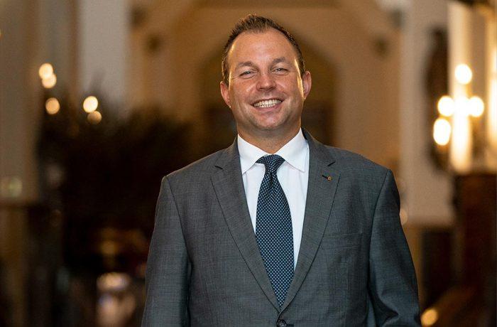 Jeremy Sidman, stellvertretender Direktor für Lebensmittel und Getränke, Badrutt's Palace Hotel