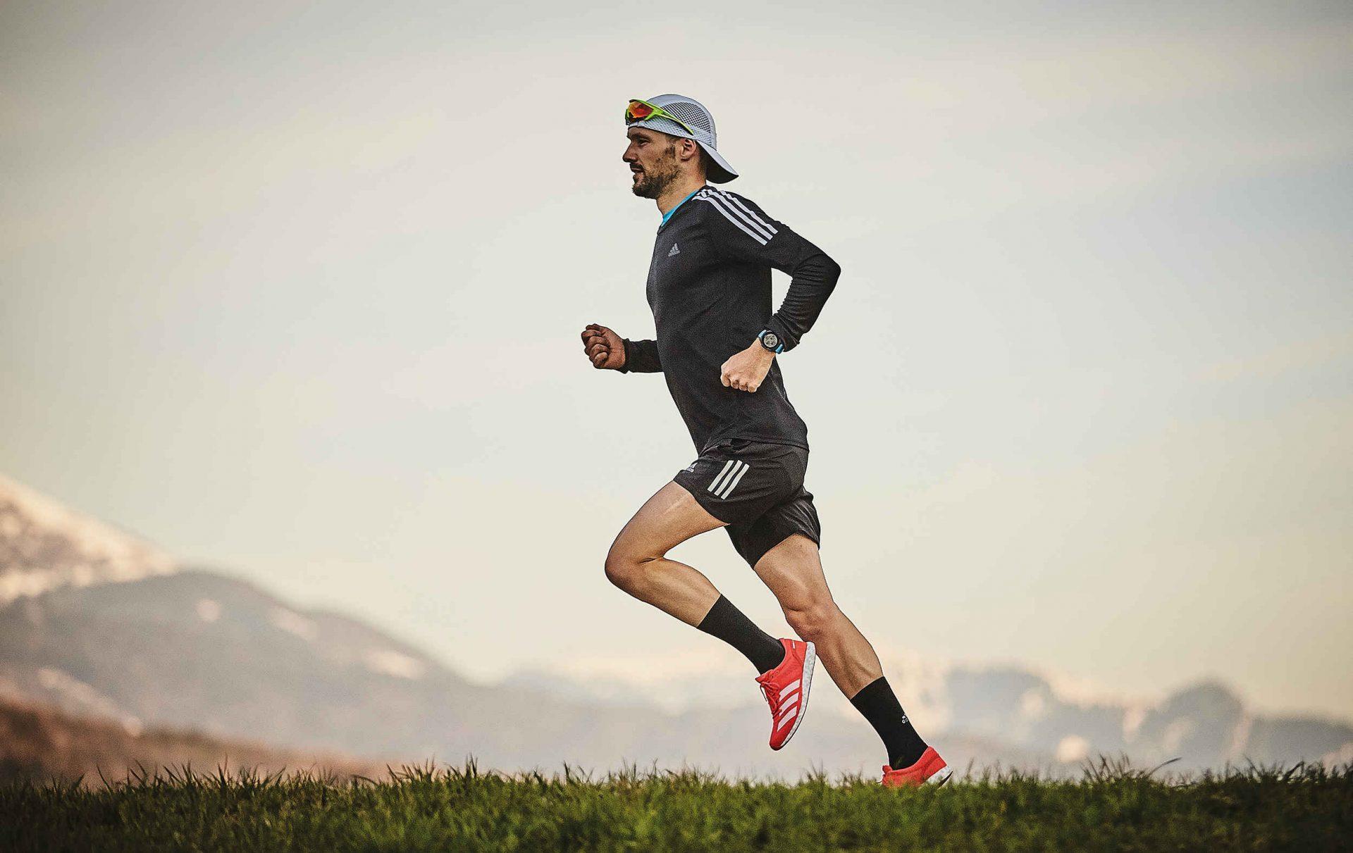 Runner training for triathlon in the Engadin