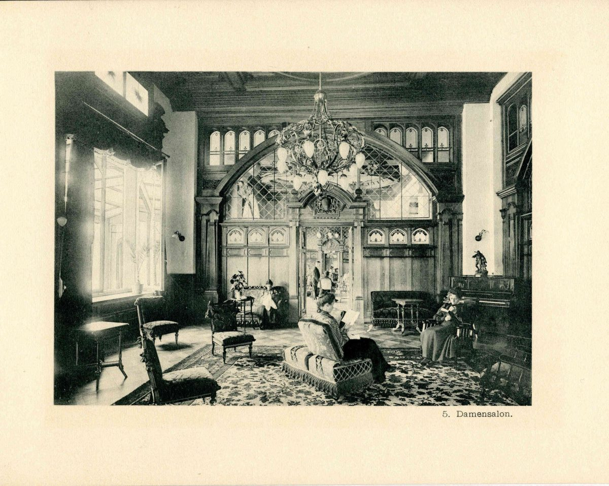 Old picture of the Madonna Room in 1900