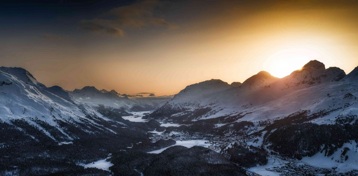 Blick auf das Engadiner Tal bei Sonnenuntergang von Muottas Muragl