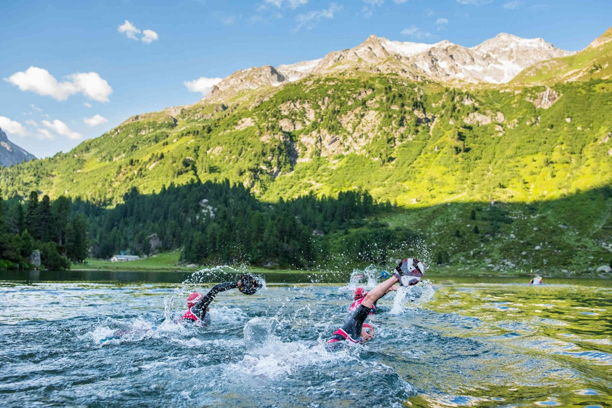 Wild swimming in a lake in the Swiss Alps Jakob Edholm / Engadin St. Moritz Tourismus AG